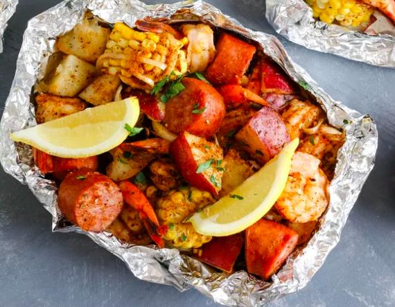 Summer Meals: Shrimp Boil Foil Packs - TheSpruce Eats